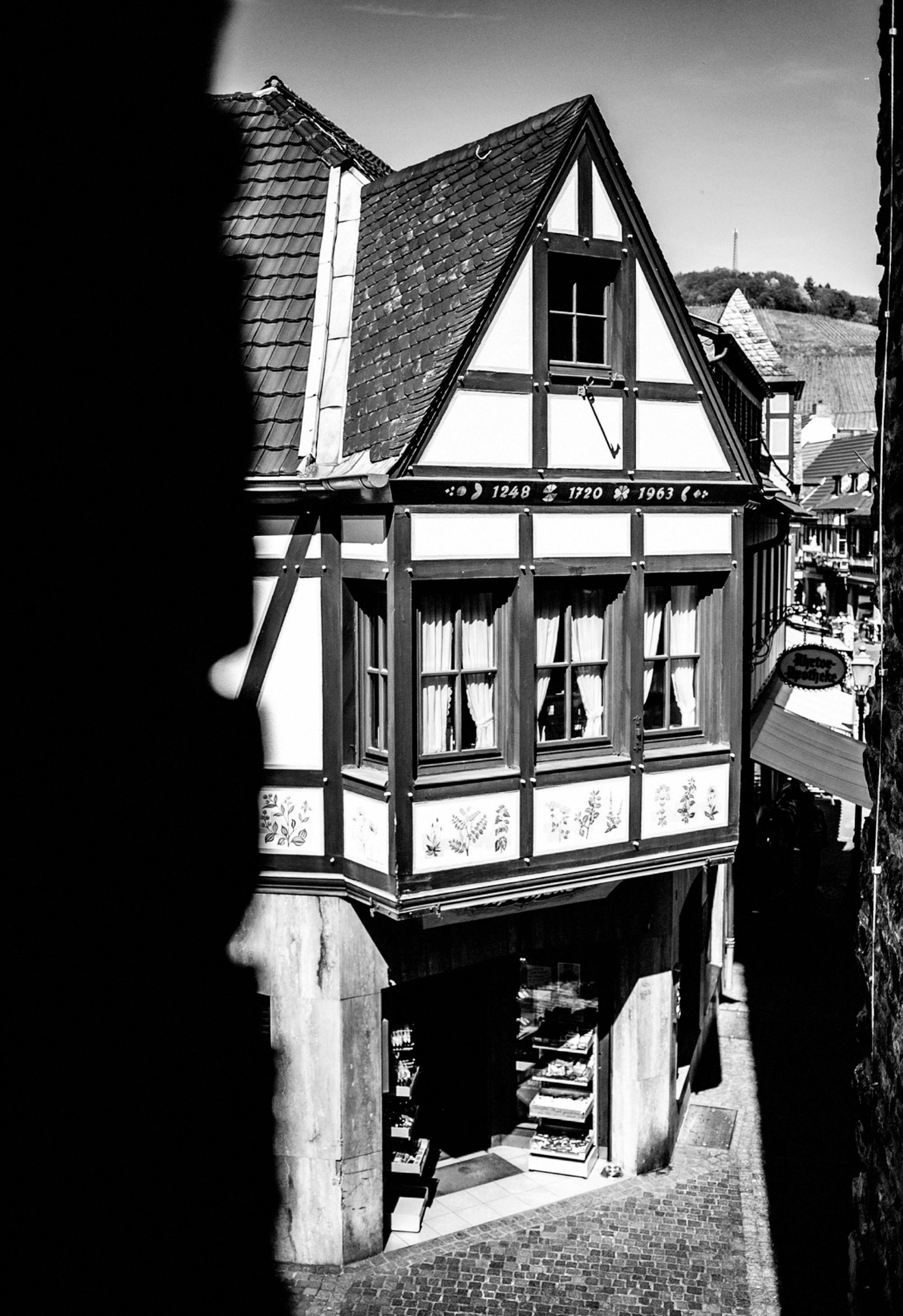 Ahrtor-Apotheke von oben