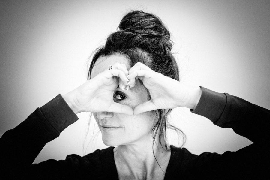 Linda Wnendt schaut durchs Herz